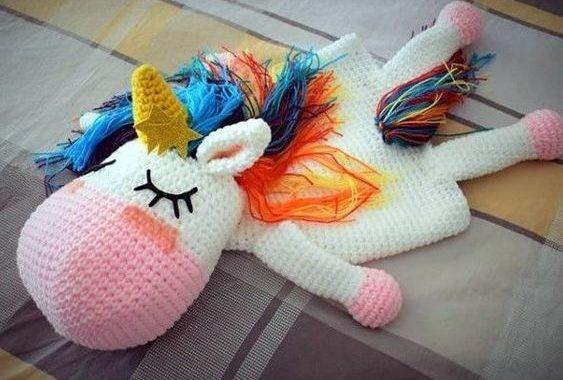 Muñequitos de crochet para guardar su pijama