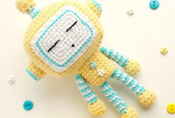 Robot amigurumi el mejor amigo de tu bebé